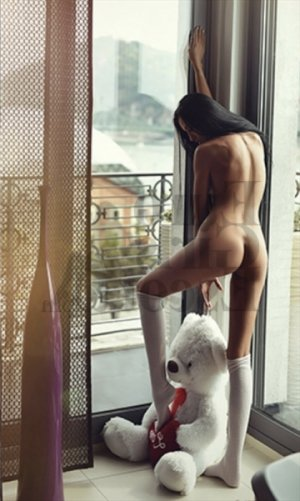 Simiane ebony live escorts